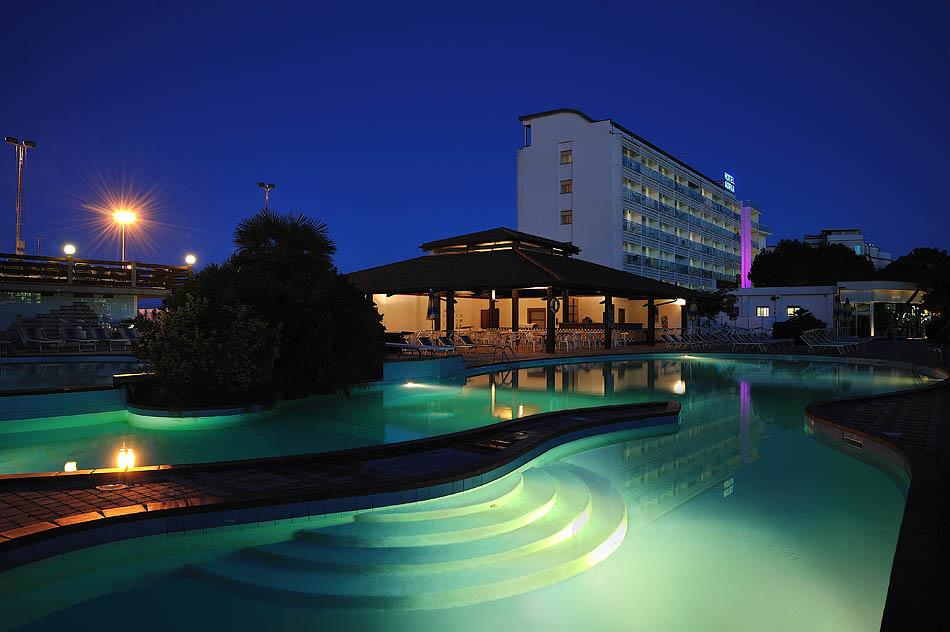 Hotel adria milano marittima con piscina e a pochi passi dal mare - Hotel con piscina milano ...