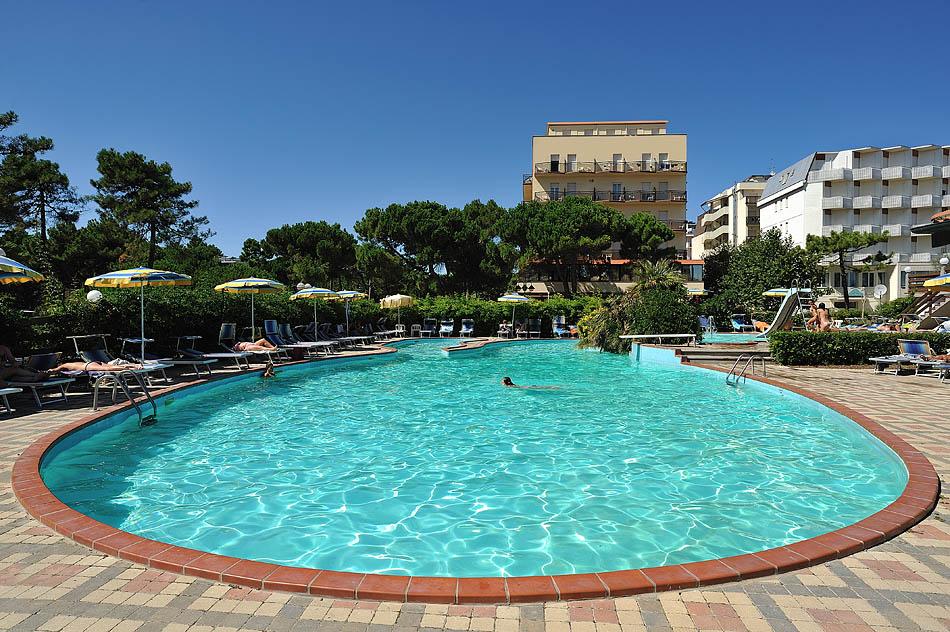 Hotel ausonia milano marittima 3 stelle con piscina e - Hotel sul mare con piscina ...